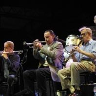 Woody Allen tocando con su orquesta en e lVienne Jazz Festival 2003/ Flickr